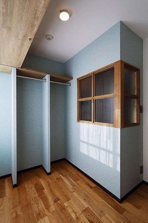 マンションリノベーション、リノベ不動産|Three Eight、アクセントウォール、室内窓、オープンクローゼット、オークclass=