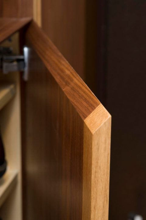 リノベ―ション、スタイル工房、造作家具、ウォルナット、玄関、小口を斜めにする、玄関収納