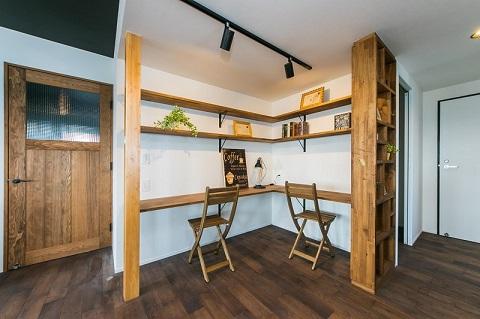 マンションリノベーション、リノベの一歩、スタディスペース、自然素材、リビングの一角、柱を取り入れる、書斎