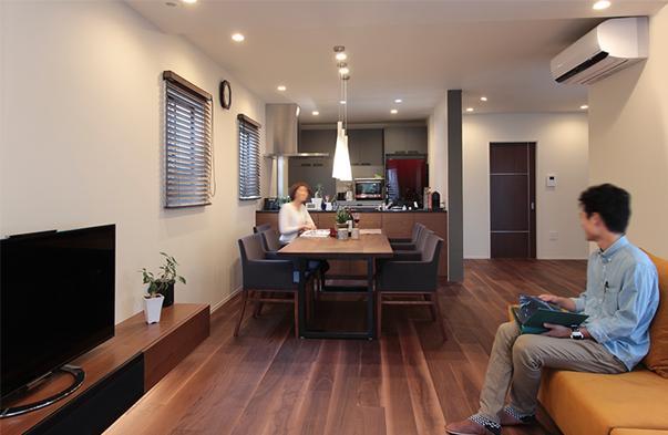 戸建リノベーション、住工房、リビング、造作、無垢材