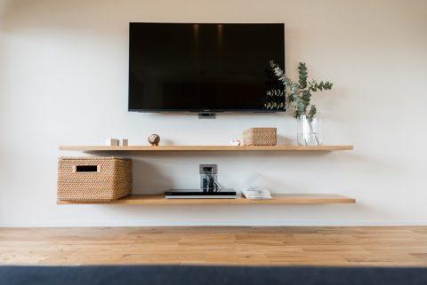 リノベーション、ハウズライフ、シンプル、オーク床、壁掛けテレビ、壁付けテレビ台