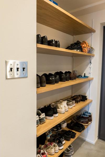 リノベーション、ハウズライフ、オープン収納、玄関収納、靴棚