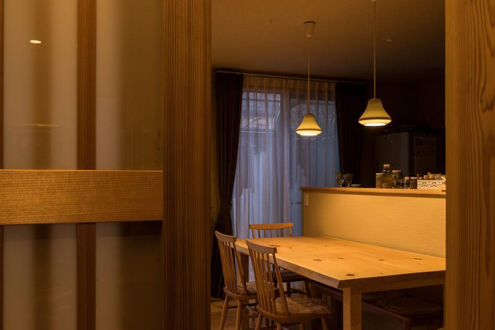 「株式会社駿河屋」のリノベーション事例「やわらかな光が美しく、自然素材が織りなす心地よさが広がる戸建てリノベーション」