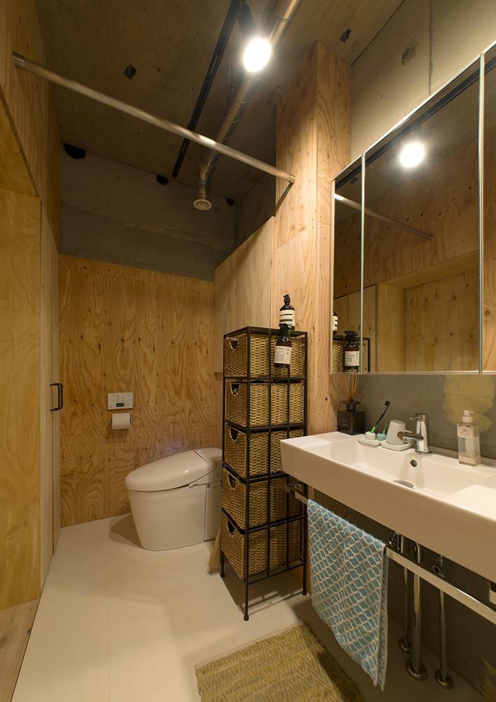 リノベーション、マンションリノベーション、REDESIGN、ワンルームリノベ、脱衣所、洗面所、トイレ、タンクレストイレ、鏡収納、生活動線