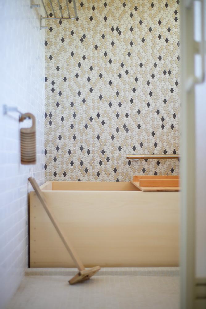 リノベーション、戸建てリノベーション、古民家リノベーション、三井のリフォーム、三井不動産リフォーム、実家リノベーション、浴槽、木製浴槽、タイル