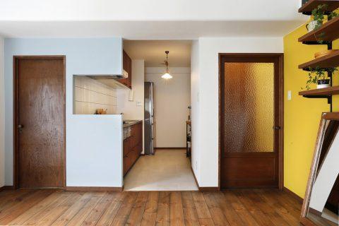 リノベーション、スタイル工房、キッチン、アクセントクロス、アクセントウォール、コルク床、パイン無垢材