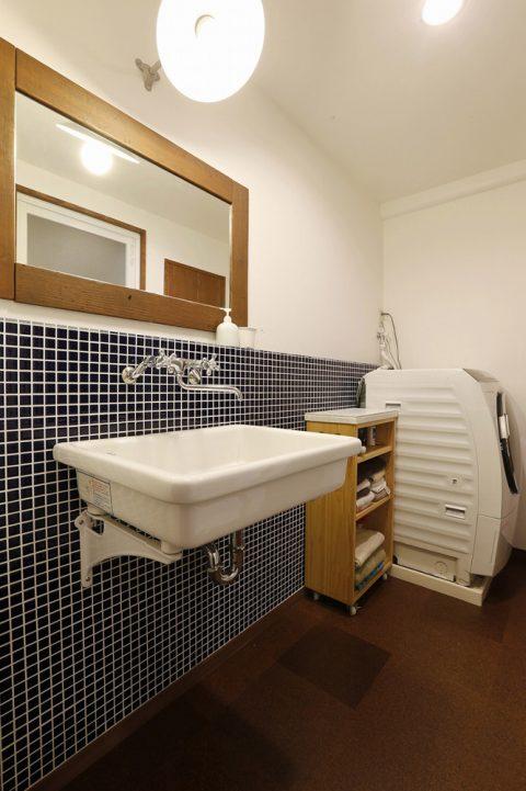 リノベーション、スタイル工房、洗面室、実験用シンク、コルクタイル、水まわり、タイル壁