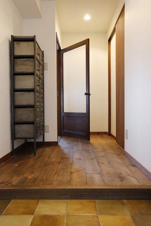 リノベーション、スタイル工房、パイン無垢材、玄関、土間、三和土