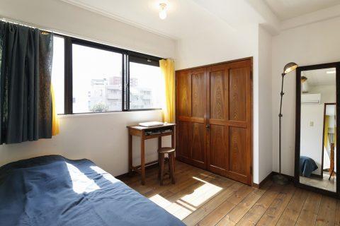 リノベーション、スタイル工房、アクセントウォール、寝室、仕事部屋、シンプル、パイン無垢材