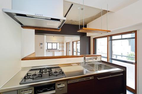 マンションリノベーション、リノベ不動産、オープンキッチン、オープン棚、狭いシンク