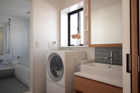 戸建てリノベーション、住工房、家事ラク、タイル壁、鏡収納