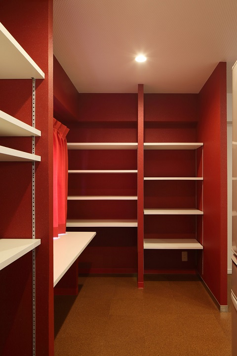 マンションリノベーション、たすかけ、パントリー、家事コーナー、赤い壁