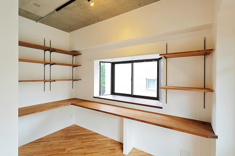 マンションリノベーション、リノベ不動産、ワークスペース、オープン収納、飾り棚