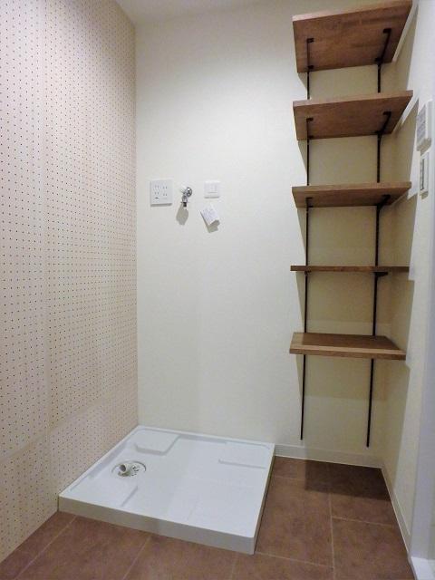 マンションリノベーション、リノベ不動産、洗面脱衣が別、オープン収納、洗濯機置き場