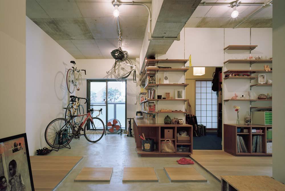 リノベーション、石井大吾、コンクリート、土間、自転車収納