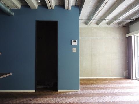 マンションリノベーション、錬、アクセントウォール、コンクリート現し、青い壁