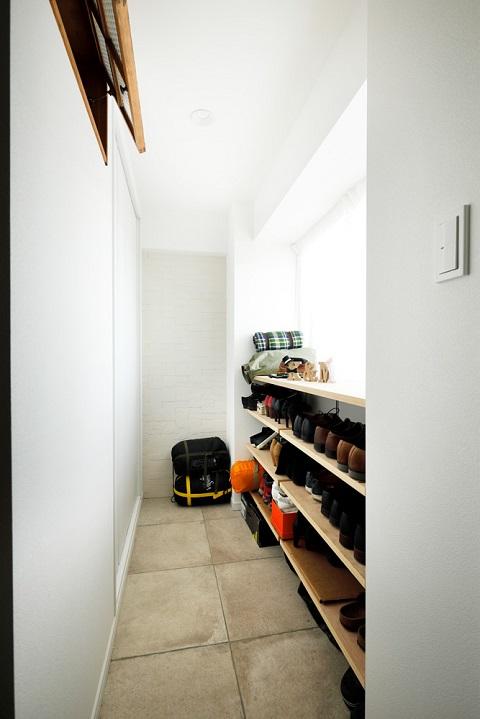 マンションリノベーション、インテリックス空間設計、玄関土間、玄関明るく、室内窓