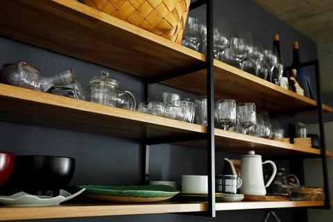 マンションリノベーション、インテリックス空間設計、オープン収納、キッチン収納、グレー壁