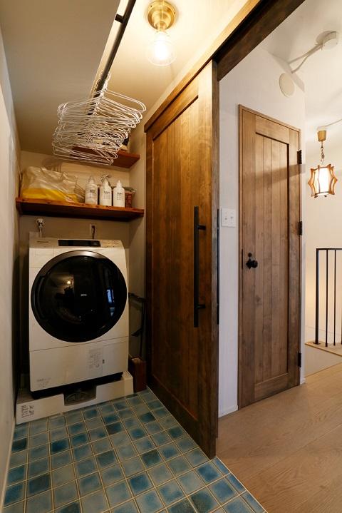マンションリノベーション、三井のリフォーム、タイル床、室内物干し、洗濯動線
