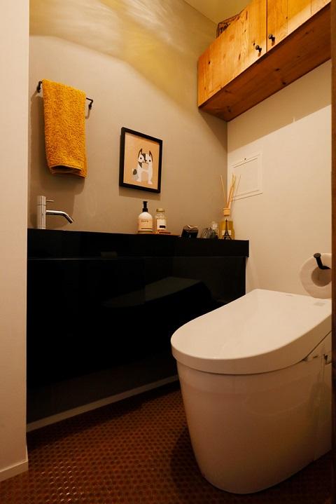 マンションリノベーション、三井のリフォーム、タイル床、トイレ収納、トイレカウンター