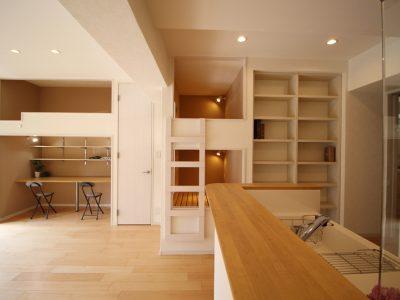 「リノベーション東京」のリノベーション事例「LDKとベッドスペースをワンルームにリノベーション!家族が集い思いやりが生まれる家 」