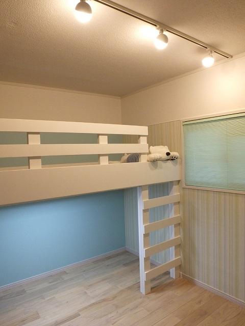 マンションリノベーション、リノベーション東京、アクセントウォール、子ども部屋、ロフトベッド