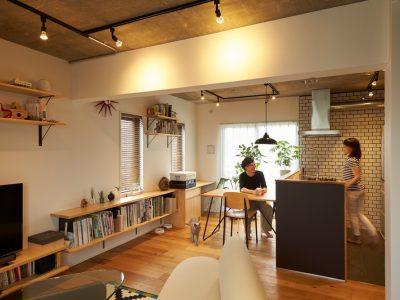 「三井のリフォーム(三井不動産リフォーム)」のマンションリノベーション事例「素材とモノを追求。リノベーションによって得た機能美あふれるシンプルな暮らし」