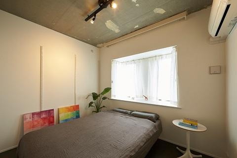 マンションリノベーション、三井のリフォーム、シンプル寝室、コンクリート打ち放し、建築家の家