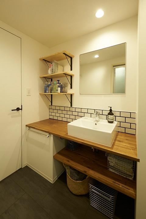 マンションリノベーション、三井のリフォーム、木のカウンター、ベッセル洗面台、建築家の家
