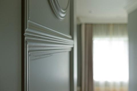 マンションリノベーション、グラデン、モールディング、ヨーロッパ調、白い扉