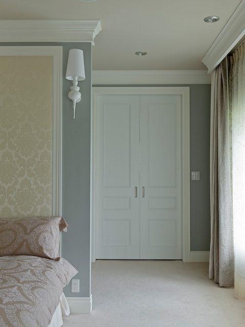 マンションリノベーション、グラデン、白い室内ドア、モールディング、ペールトーン