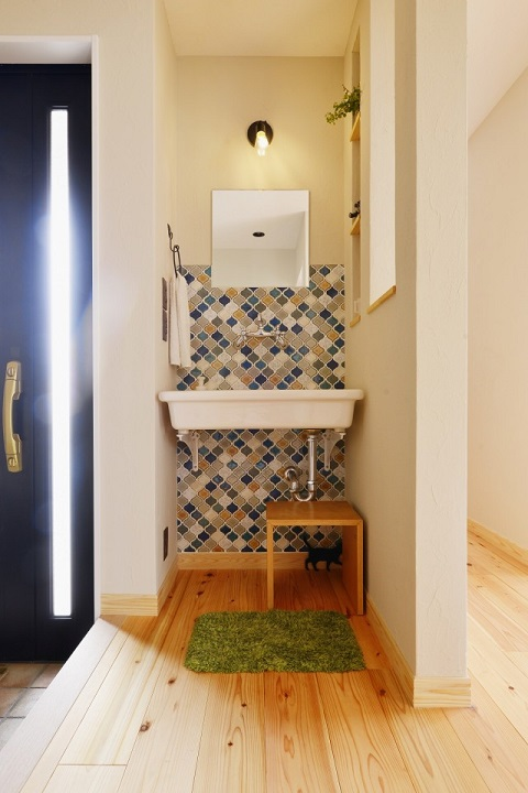 戸建てリノベーション、夢工房、廊下に洗面、洗面タイル、ブルー系タイル