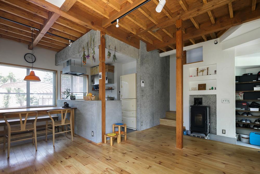 戸建てリノベ、スタイル工房、リノベーション、耐震工事、梁、柱現し、木毛セメント板、自然素材