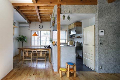 戸建てリノベ、スタイル工房、リノベーション、柱現し、梁現し、木毛セメント板