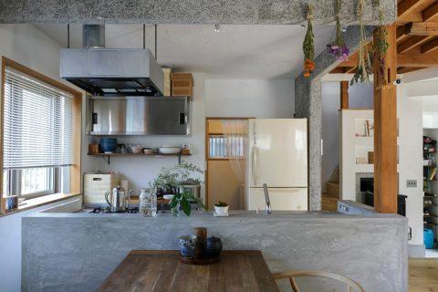 戸建てリノベ、スタイル工房、リノベーション、対面キッチン、伊rン度キッチン、モルタル塗り、出窓、アイランドキッチン