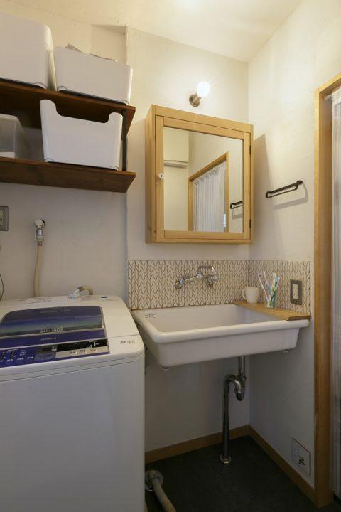 戸建てリノベ、スタイル工房、リノベーション、タイル貼り、DIY、ランドリー、洗面台、珪藻土