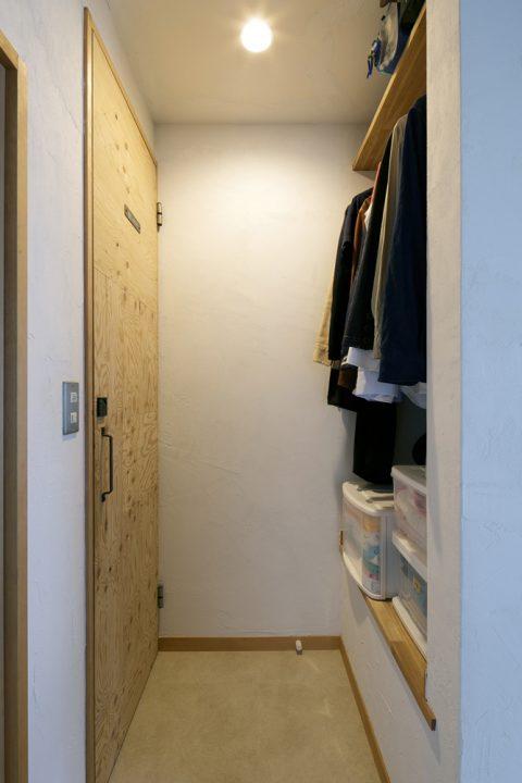 戸建てリノベ、スタイル工房、リノベーション、クローゼット、木製ドア、スチールの取っ手、トイレのドア