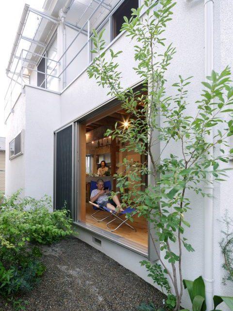 戸建てリノベ、スタイル工房、リノベーション、縁側のような、窓を大きく、庭に面したリビング、外壁工事