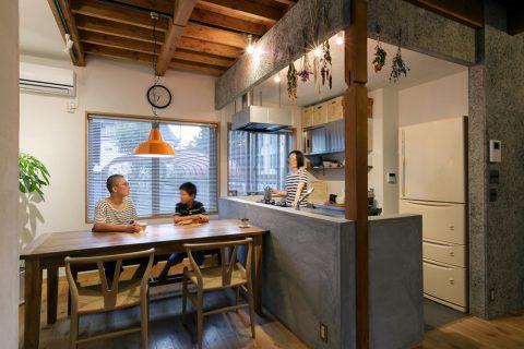 戸建てリノベ、スタイル工房、リノベーション、対面キッチン、木毛セメント板、梁現し、柱現し、耐震工事