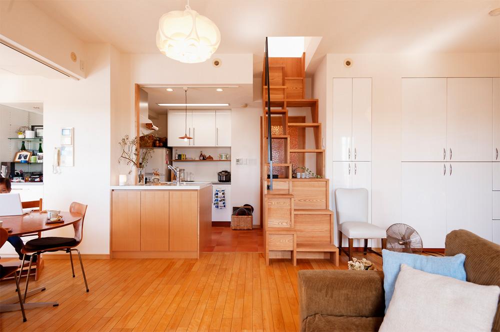 リノベーション、スタイル工房、メゾネット、造作キッチン、対面キッチン、タモ材、ロフト、階段、階段収納、
