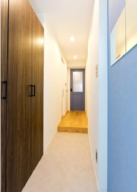 マンションリノベーション、インテリックス、玄関土間、マンション玄関、ブルー室内ドア