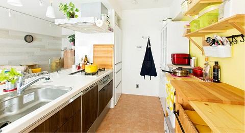 マンションリノベーション、インテリックス、対面キッチン、ウッディインテリア、板張り壁