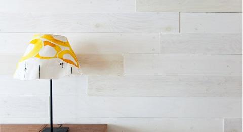 マンションリノベーション、インテリックス、板張り壁、白い塗装壁、横張り板