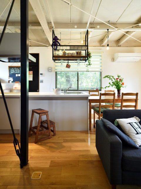 戸建リノベ、スタイル工房、吊り棚、対面キッチン、TOTO、オーク無垢材、鉄骨現し、ブレース