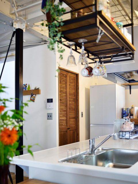 戸建リノベ、スタイル工房、階段下収納、パントリー、ルーバー扉、対面キッチン
