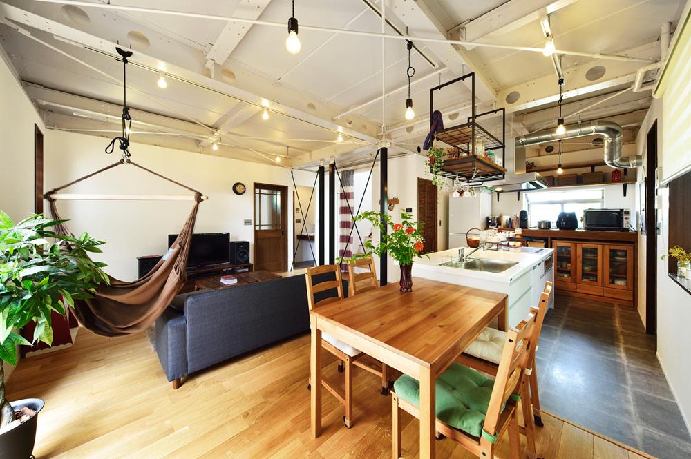 戸建リノベ、スタイル工房、ライティングレール、フロアタイル、タイル風、ハンモック、リビング、オーク無垢材