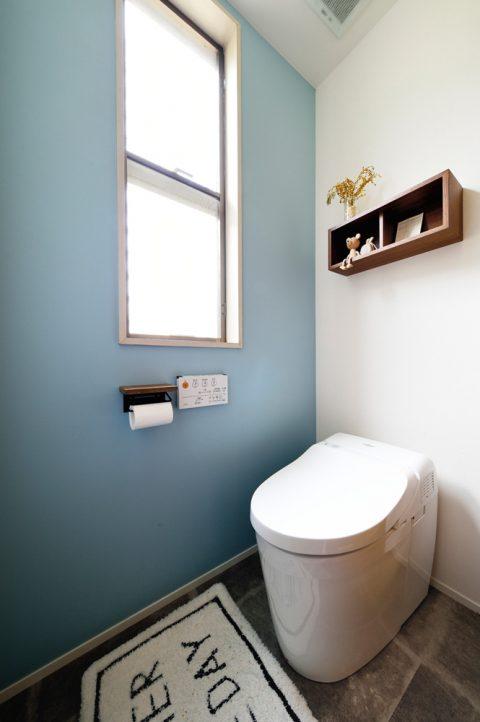 戸建リノベ、スタイル工房、トイレ、TOTO、アクセントクロス、フロアタイル、タイル風、タンクレス