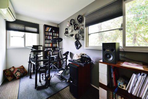 戸建リノベ、スタイル工房、趣味部屋、音楽室、アクセントクロス、カーペット、