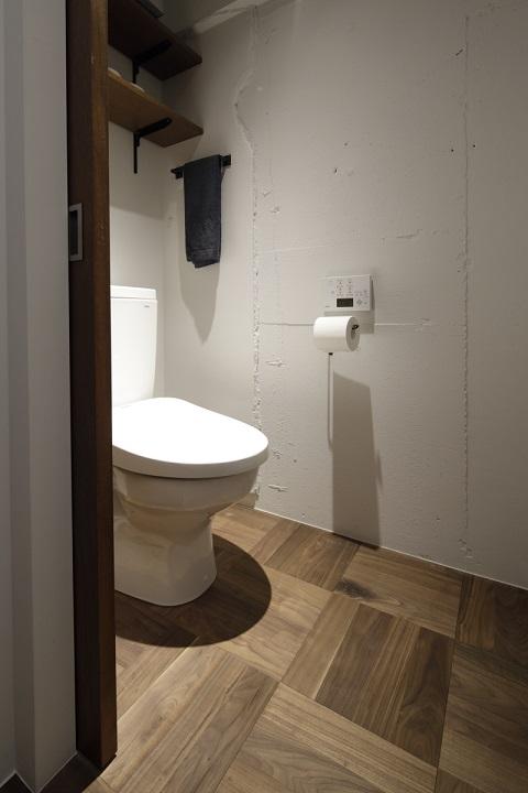 マンションリノベーション、東京リノベ、パーケットフローリング、トイレ収納、トイレ引き戸