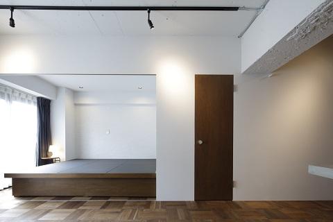 マンションリノベーション、東京リノベ、小上がり、黒い畳、リビング畳